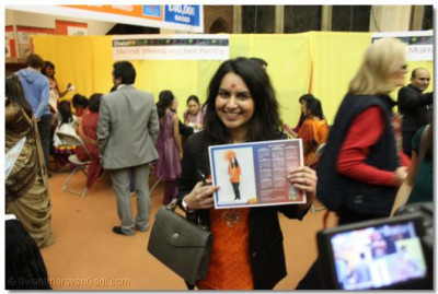 A guest shows a photo of herself wearing traditional Indian garments