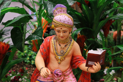 Lord Shree Swaminarayan recites His divine scripture 'Shikshapatri'