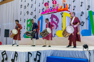 Members of Shree Muktajeevan Dhol Academy in performance