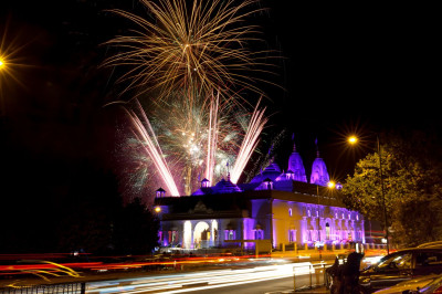 Fireworks at Shree Swaminarayan Mandir Kingsbury
