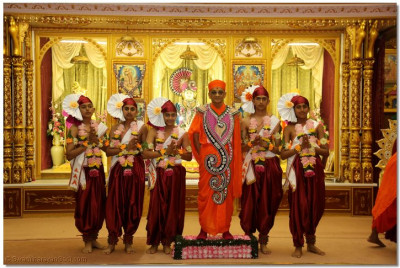His Divine Holiness Acharya Swamishree blesses young disciples who took part in the welcoming dance
