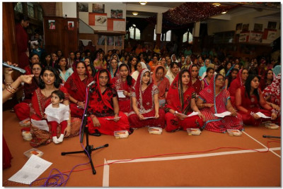 Disciples sing a medley of devotional songs to please Lord Shree Swaminarayanbapa Swamibapa