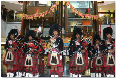 Shree Muktajeevan Pipe Band performed various Indian and Scottish tunes