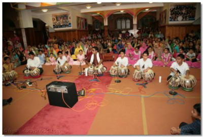 Young disciples perform a tabla encore at the end of their performance