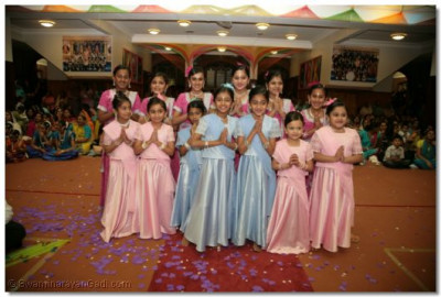 Young disciples who performed a dance to 'Aavo Aavo Ghanshyamaji' to please Lord Swaminarayanbapa Swamibapa