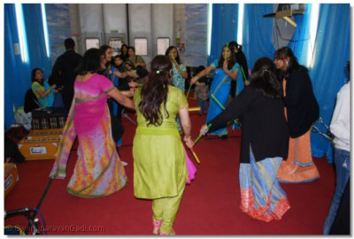 Dandia lessons at the Shree Muktajeevan Arts & Culture Academy