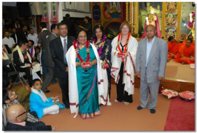 Leader of Brent Council, Cllr. Ann John and Cllr. Ansuya Sodha of London Borough of Barnet with Trustees of Shree Swaminarayan Temple London