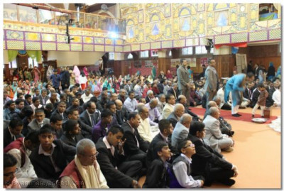 Hundreds of disciples gathered for the diwali and annkut festivities