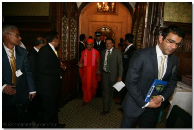 Shree Abhay Lakhani, Parlimentary Advisor on Community Issue, leads Acharya Swamishree into the reception room