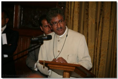 Mr Anil Bhanot, General Secretary of Hindu Council UK, gives support to the new Temple complex