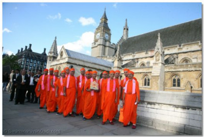Acharya Swamishree and sants outside the House of Commons