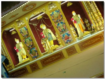 Divine darshan of murtis of Shree Swaminarayan Temple London on Ladies' Day 2009