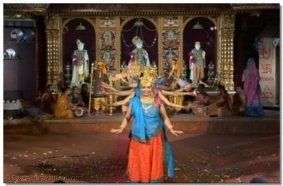 The performers dance to the kirtan 'Prem Murat Ghanshyam Aaye'