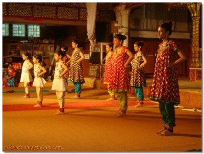 A traditional bharatnatyam dance performed by the younger members of Shree Muktajeevan Dance Academy