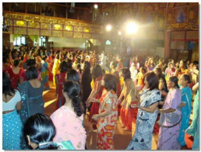 The day ended in everyone taking part in the traditional folk dance called 'raas'