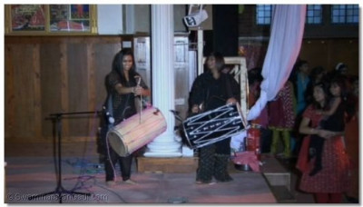 The samuh raas was accompanied by live dhol players