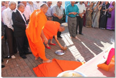Acharya Swamishree preforms a ritual during the flag raising ceremony.