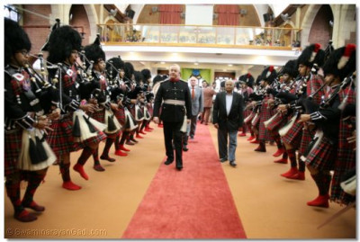 Shree Muktajeevan Pipe Band gives a guard of honour to the guests