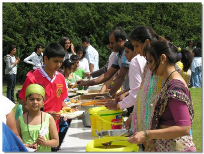 Participants break for prasad lunch