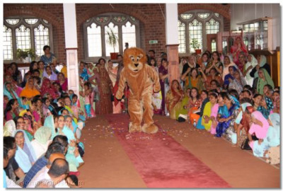 The Lion King arrives during the performance