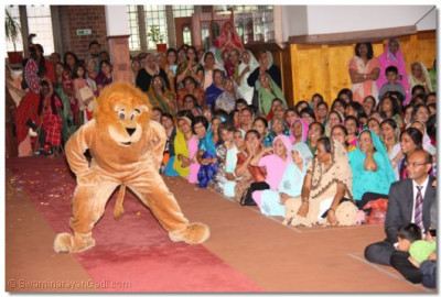 The Lion King entertains the audience