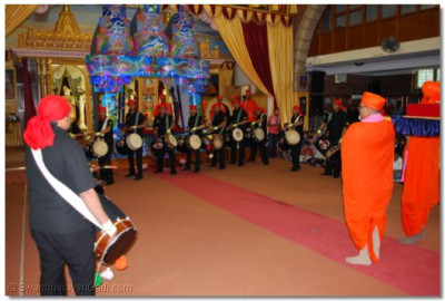 Shree Muktajeevan Dhol Academy perform to please Lord Swaminarayanbapa Swamibapa and Acharya Swamishree