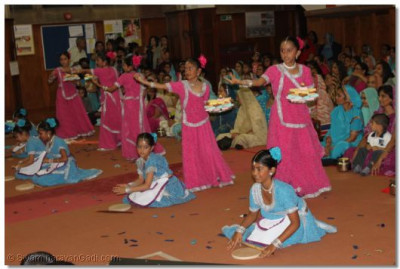 Very young disciples perform a dance to a traditional devotional song to please Lord Shree Swaminarayanbapa Swamibapa