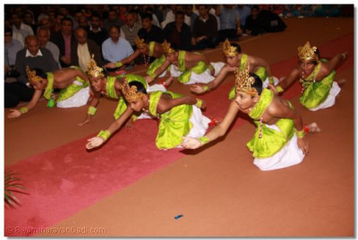 Young disciples perform a traditional dance to a devotional song to please Lord Shree Swaminarayanbapa Swamibapa