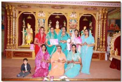 The teachers of Swamibapa Gujarati Classes blessed by His Divine Holiness Acharya Swamishree