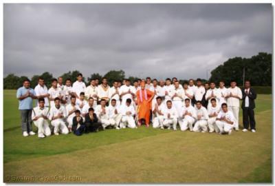 His Divine Holiness Acharya Swamishree gives darshan with all members of Swamibapa Cricket Club London and members of Swamibapa Cricket Club Bolton who have gathered to compete in the unity cup