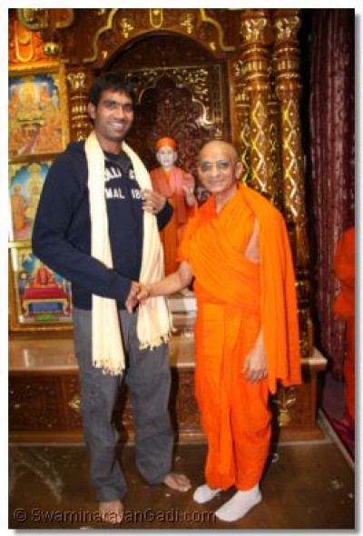 The famous indian cricket star Munaf Patel comes for the darshan of His Divine Holiness Acharya Swamishree and to visit the Swaminarayan Art Gallery at Shree Swaminarayan Temple Bolton