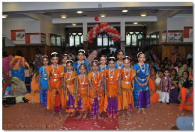 Young disciples perform a Kathak dance