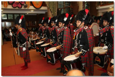 Shree Muktajeevan Pipe Band stand ready to salute the guests