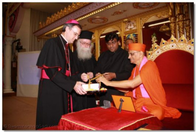 Bishop Arnold, Revd Deacon Meliton, Revd Khan and Acharya Swamishree and inaugrate the scripture Sadachar Sandesh