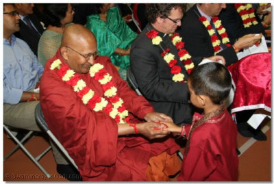 Guests receive the Lords blessed prasad