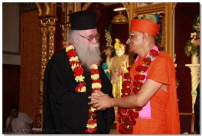 Revd Deacon Meliton Oakes Emissary of The Archbishop of the Thyateira and Great Britain thanks and bids Acharya Swamishree farewell