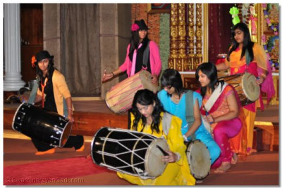 Female members of Shree Muktajeevan Dance Academy entertain with a dhol fusion perfomance