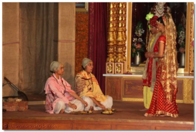 Vah Re Ghanshyam - Lord Ghanshyam and his friends play whilst the Brahmins are fed by his parents