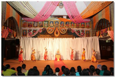 The younger members of Shree Muktajeevan Dance Academy performs a classical dance