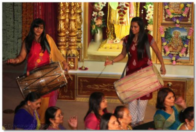 The dhol players