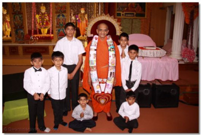 His Divine Holiness Acharya Swamishree gives darshan and blesses the young disciples who took part in the performance