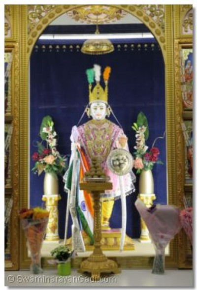 Lord Swaminarayan adorned in the Tiranga