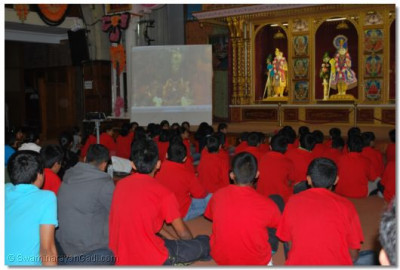 Young disciples are shown very rare footage of Jeevanpran Shree Muktajeevan Swamibapa
