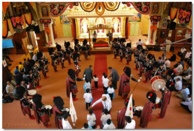 Temple reverberated with the sound of the pipes and drums matched