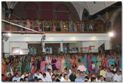 Everyone had an opportunity to perforn aarti on this auspicious day