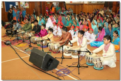 A tabla performance by young disciples
