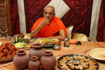 Acharya Swamishree has some prasad lunch