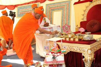 Acharya Swamishree consecrates the gold bricks