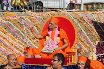 Acharya Swamishree is carried back to the sabha mandap