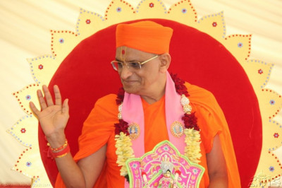 Acharya Swamishree reaches the assembly marquee